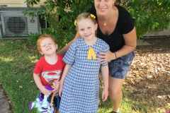 Scarlett Potter, Medowie Public School, with her mother and younger brother.