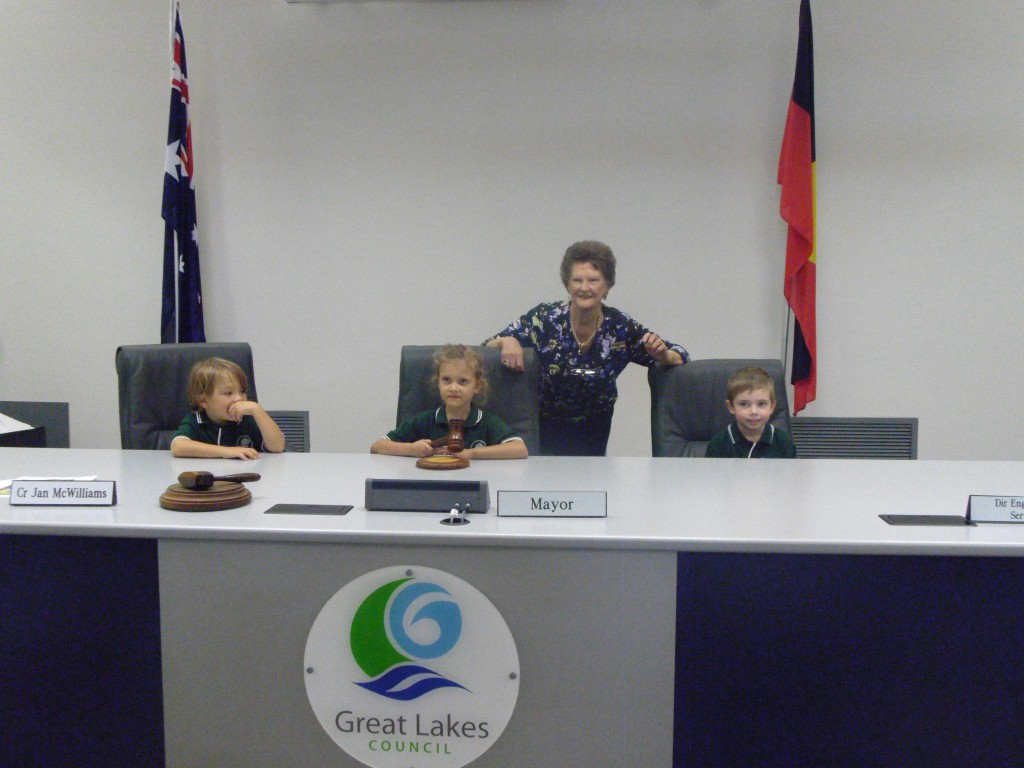 Beau Cadman-Byrne, Frankie Leahy and Bowen Crawley with the Mayor