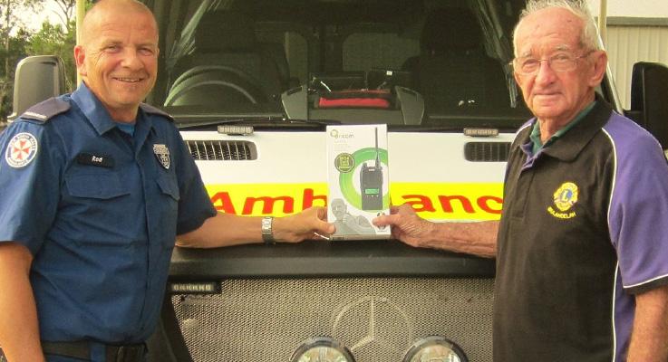 Bulahdelah Ambulance Officer Mr Rodney Paar receives a UHF Radio from Bulahdelah Lions Club Charter Member Mr Laurence Sumner.