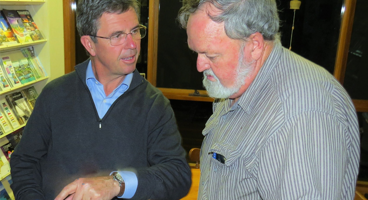 Federal Member for Lyne Dr David Gillespie and Bulahdelah Chamber of Commerce and Tourism Vice-President Kevin Carter.