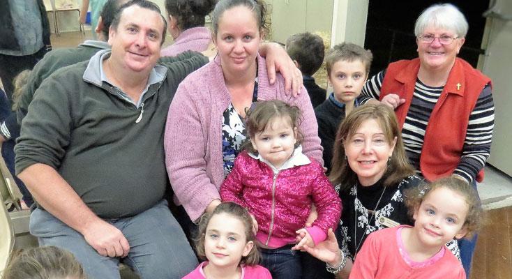 Robert,-Rebecca and Sophie Grills, Myall-Coast Catholic Parish Coordinator Sr-Libbey-Byrne, St-Joseph's Bulahdelah Principal Joanne Trotter with-Jordan, Zoe, Lynelle-and Wendy Grills