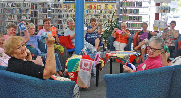 Join the friendly team at Knit and Knatter!