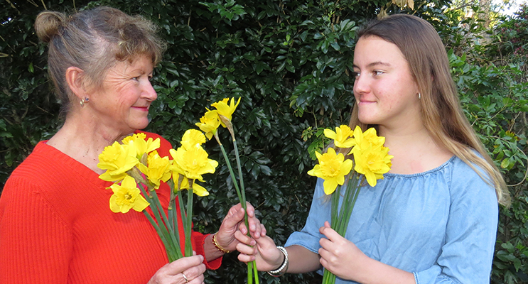 DAFFODIL DAY: Cancer survivor Debbie Smart and her daughter Kaitlyn.