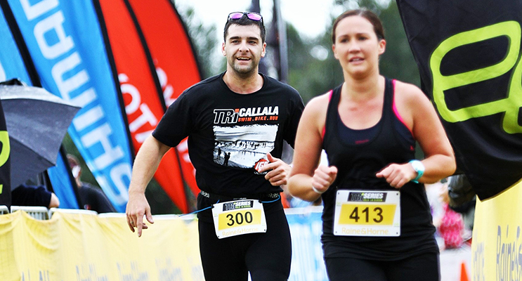 Luke Hodges and Hannah Ison approach the finish line at Nowra Triathlon, one of the 12 triathlon festivals that makes up Elite Energy's Tri Series.
