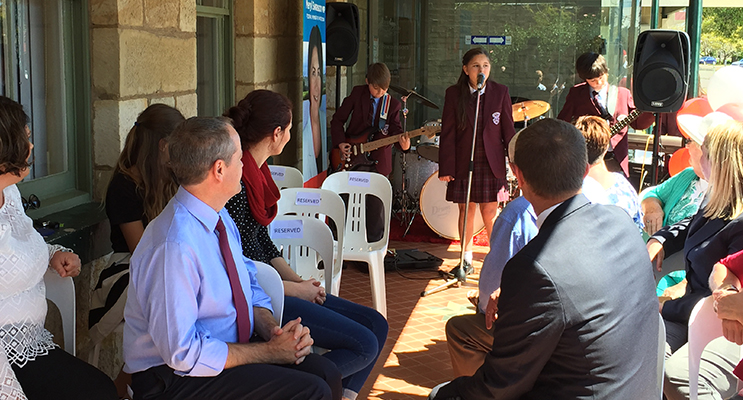 Bill Shorten and attendees watching the performance by St.Paul's primary school students