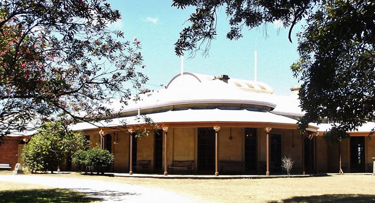 Beautiful Tomago House is a buzz preparing for the Vintage Fair.