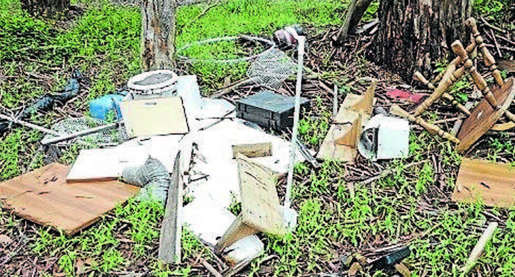 rubbish-illegally-dumped-in-bulahdelah-state-forest