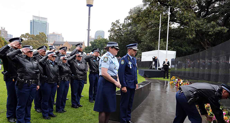 2.Port Stephens LAC Officers laying their wreath