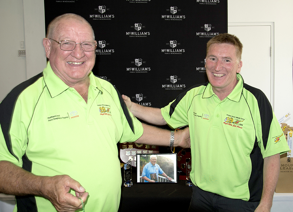 Danny Unthank won nearest to pin, presented by Phil Flack (image in centre is Ron Smith (Dec)
