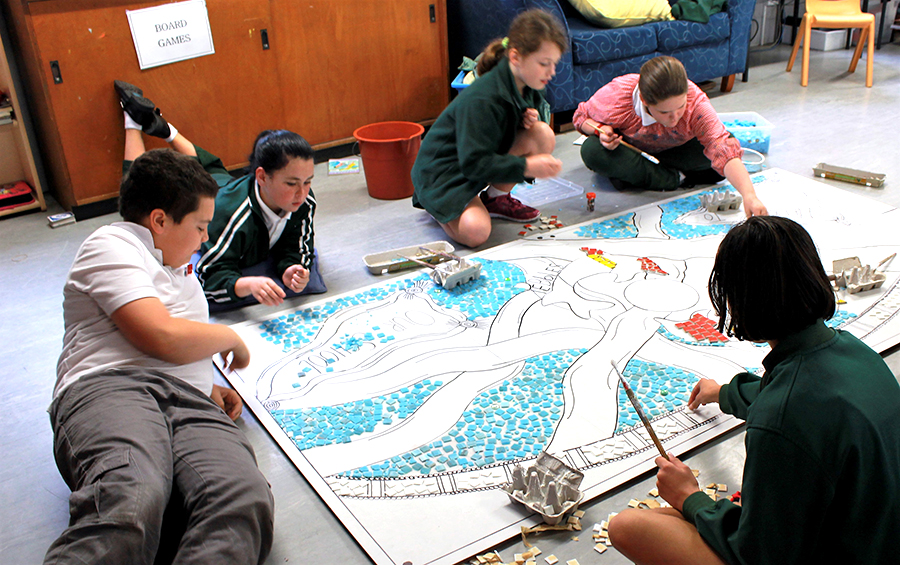 Karuah school students working together.