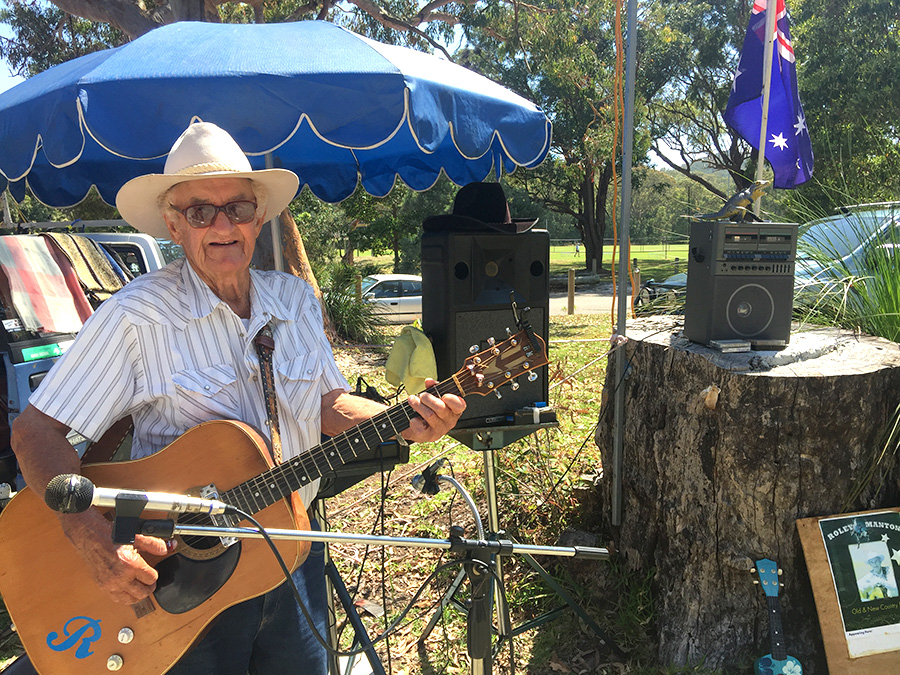 Roley Manton entertaining the crowd at Nelson Bay Markets on Sunday. Photo by Jewell Drury