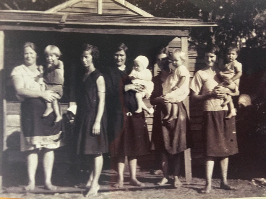 The women of the depression at Winda Woppa with Leila Dominey and baby daughter Beryl centre.