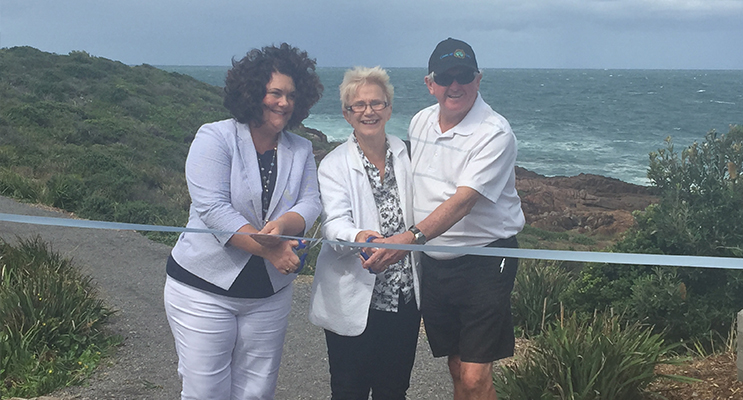 Ribbon cutting honours were given to Federal Member Meryl Swanson, President Peter Murray and Cr Sally Dover.