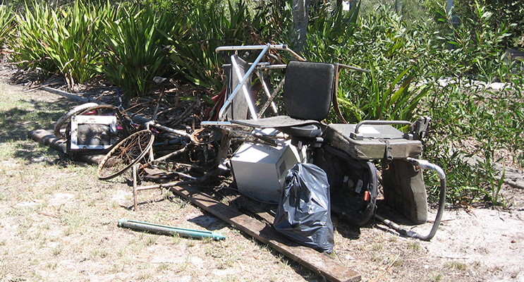 1.	Rubbish collected by locals from the Lake at Landcom's Koala Bay subdivision.
