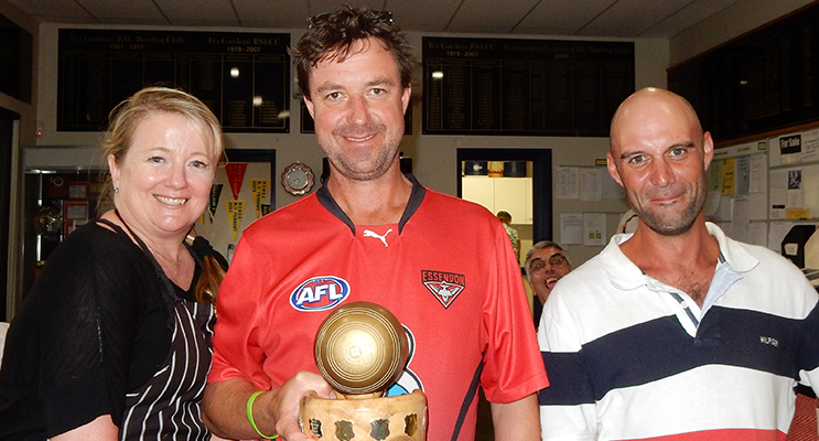 """: The winners of the Corporate Day """"Golden Bowl"""" Justine and Steve Jones, from Queen Kitchen, with Luke Gliwa."""