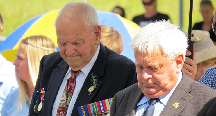 Jack Ireland with Eric Saville at the 2016 ANZAC Commemorations in Bulahdelah.