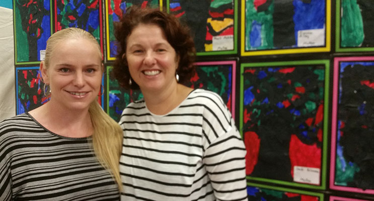 ART EXPO VOLUNTEERS: Fiona Mobbs and Trudy Brumby.