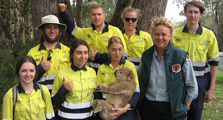 Kathy Ball from the NPWS with Green Army volunteers (and friend) at Tanilba Bay School.