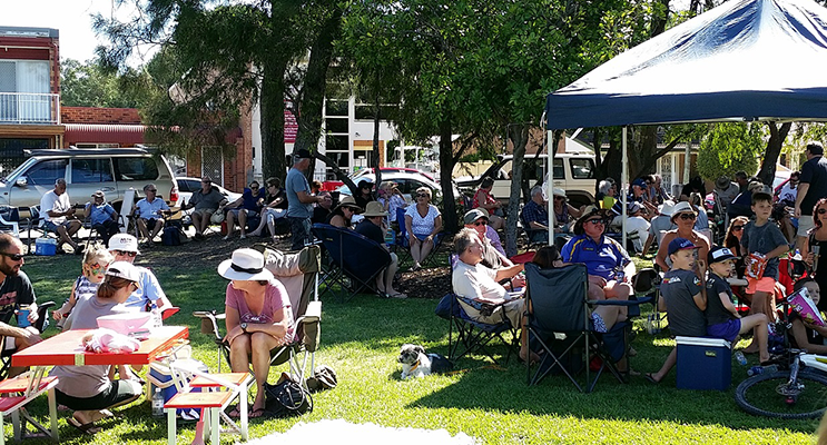 The event draws a solid crowd of locals, relaxing with picnics and drinks, listening to the live music on the waterfront.