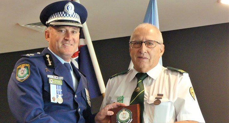Manning Great Lakes Superintendent Peter Thurtell presents the Commander's Plaque of Appreciation to Peter Mostyn. Photo Supplied