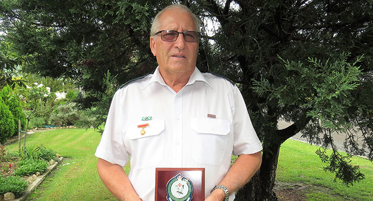 Peter Mostyn awarded the Manning Great Lakes LAC Commander's Plaque of Appreciation