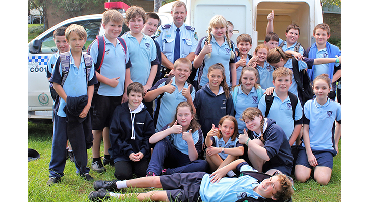 Liaison Officer Senior Constable Stephen Jefferies with BCS primary students.