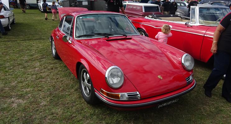 Continental: Porsche 911e (red car).