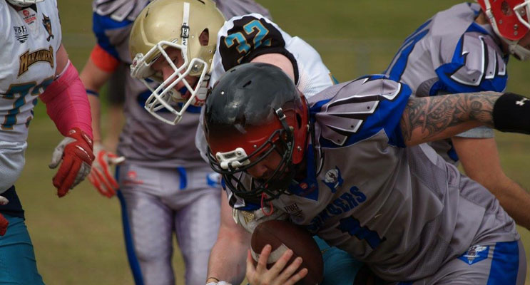 Bombers player Brendon Taylor breaking the tackle from Branden Schaefer.