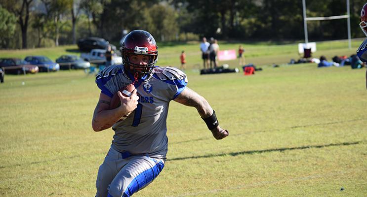 Bombers Quarterback Brendon Taylor makes a break. Photo by TM Fotos