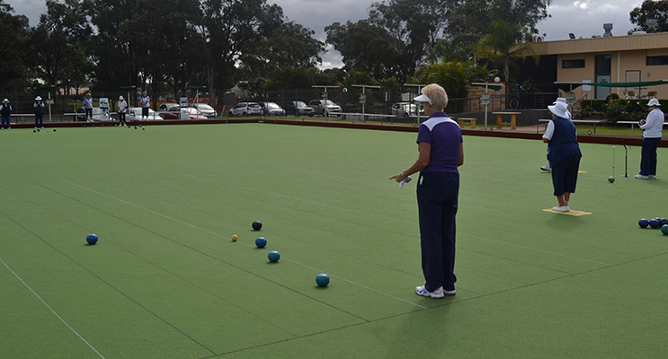 Thursday Bowls: Action on the Green.