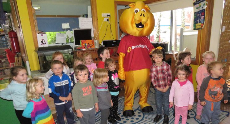 Bendigo Bank Mascot Piggy makes a surprise visit to Bulahdelah Preschool.