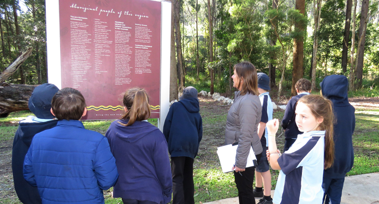 MidCoast Council Recreation Coordinator, Kerrie Simmons, leads students on a tour of the Mountain Park.
