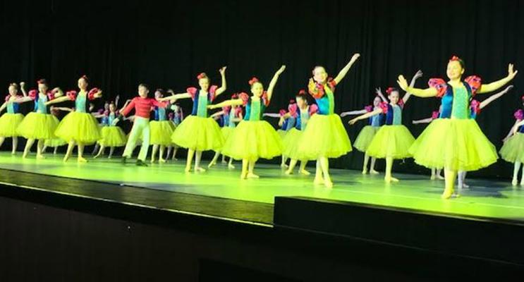 Wirreanda Public School Snow White Dance ensemble.