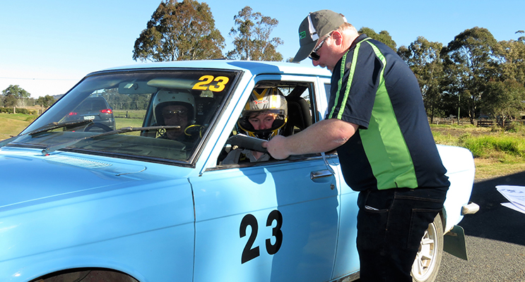 AMSAG official Jamie Neale gives instructions to driver Peter Houghton and navigator Julian Bylhouwer at Bulahdelah Showground.