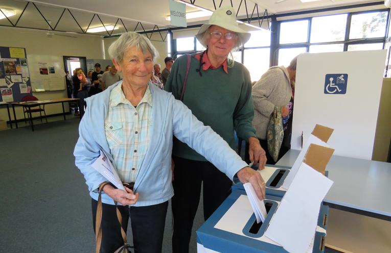 Carol and Les Tattersall cast their votes in Bulahdelah.