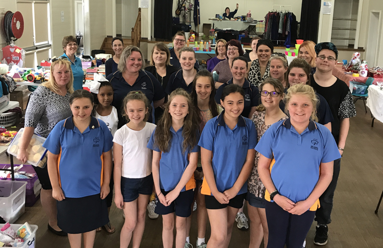 Guides, leaders, stall holders & shoppers at the Medowie Girl Guides District Market.