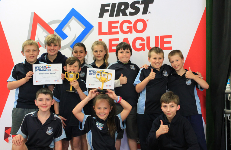 """Students from the Raymond Terrace Public School teams """"Terrace Terrors"""" and """"Terrace Titans""""."""