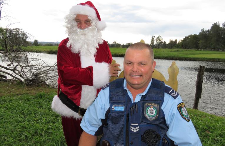 Sn Constable Trevor McLeod with Santa Claus.