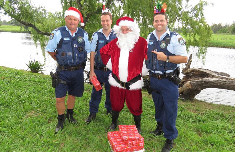 Sn Constables Trevor McLeod, Dave Feeney and Ash Ray with Santa.