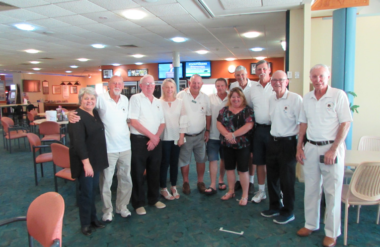 Members of the Myall Coast Golfer and representatives from TROG Cancer Research.