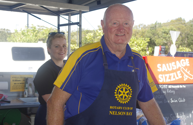 Phillipa Marshall with Phillip Smith at the Bunnings Rotary BBQ. Photo by Marian Sampson.