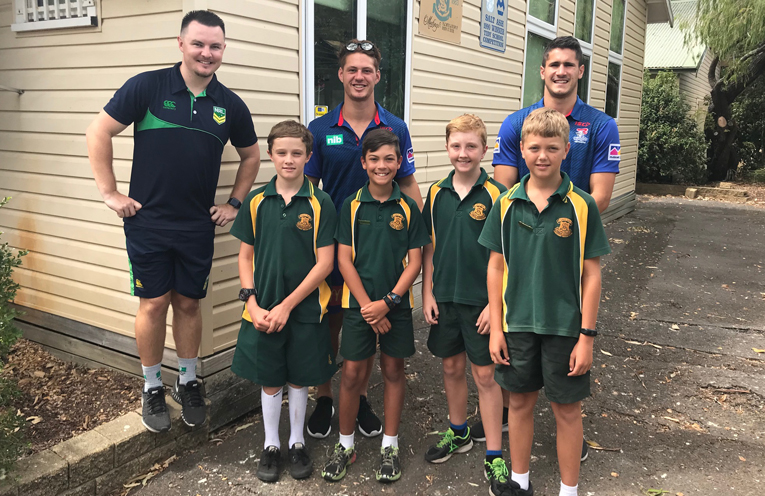 Salt Ash Public School students; William, Lucian, Riley and Patrick, with Luke from the Nrl, Kalyn Ponga and Jack Johns.
