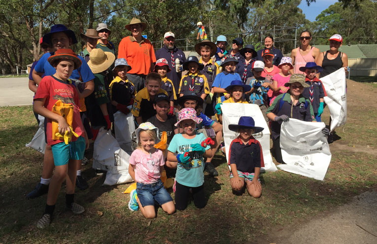 Scouts, Cubs and Community volunteers at Medowie for Clean up Australia Day.