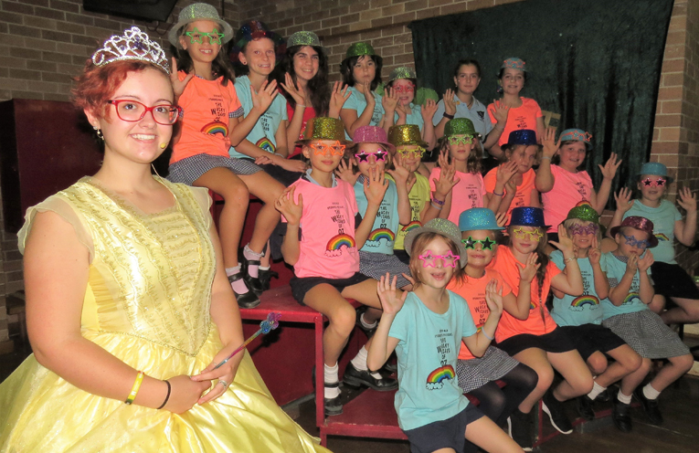 Lillian Lee as Glinda the Good Witch and the primary choir.