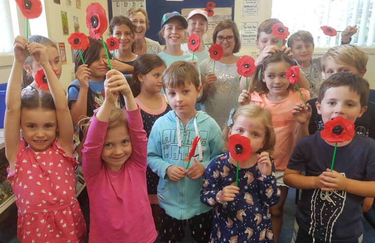 TEA GARDENS LIBRARY: ANZAC Craft Day.