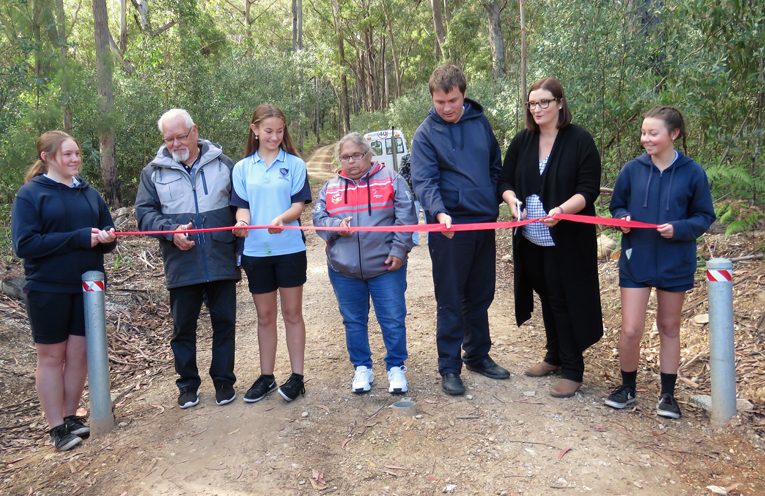Kev Manton, Aunty Fiona Manton and Minister Sarah Mitchell cut the ribbon to officially open the cultural space, assisted by Khloe Middleton, Sally Curnow, Harrison Hughes and Abby Fenner.