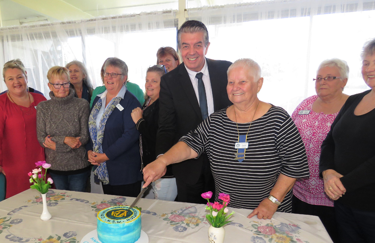 Minister for Volunteering Ray Williams and Branch President Lore Green cut the birthday cake.
