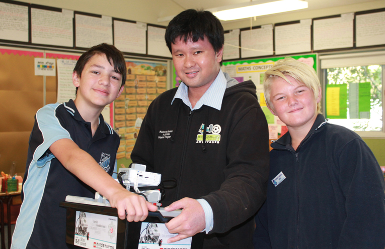 Silas Aguis, Dr Aaron Wong and Oska Greentree (Captain of Raymond Terrace Public School).