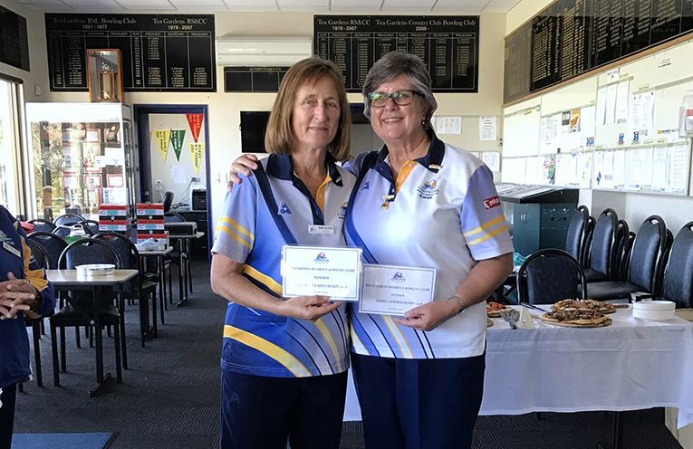 Winners of the Major Pairs Jean Glover and Karen McPhie.