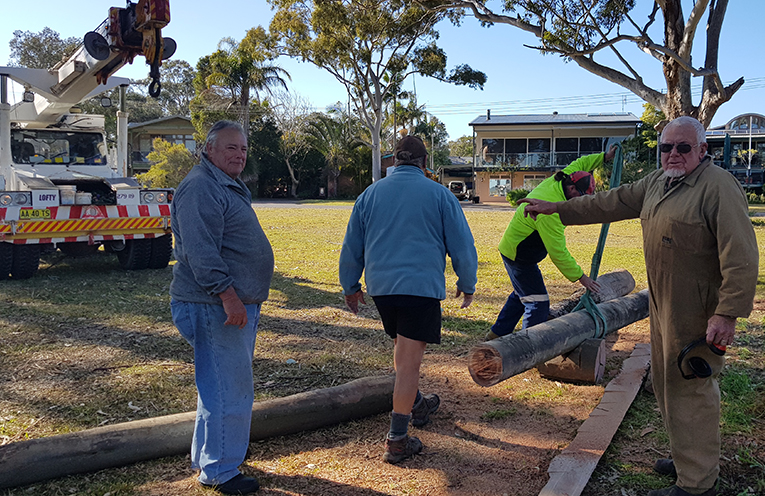 VOLUNTEERS HARD AT WORK: Koonawarra Crescent, Hawks Nest.